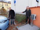 Brühler Pioniertat: Öffentliche Schnelllade-Stationen für Elektroautos eingeweiht